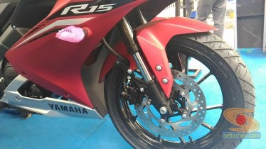 gambar detail all new yamaha r15 v3 tahun 2017 warna merah (7)