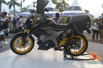 Modifikasi Suzuki GSX S 150 buat biker turing plus sidebox tahun 2017 (2)
