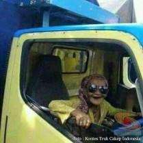 Kumpulan Tulisan lucu di kaca samping truk ....hehehe....gokil 2017 (26)