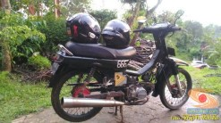 Nunggang motor bebek jadul tapi helm fullface, masalah buat elo (7)