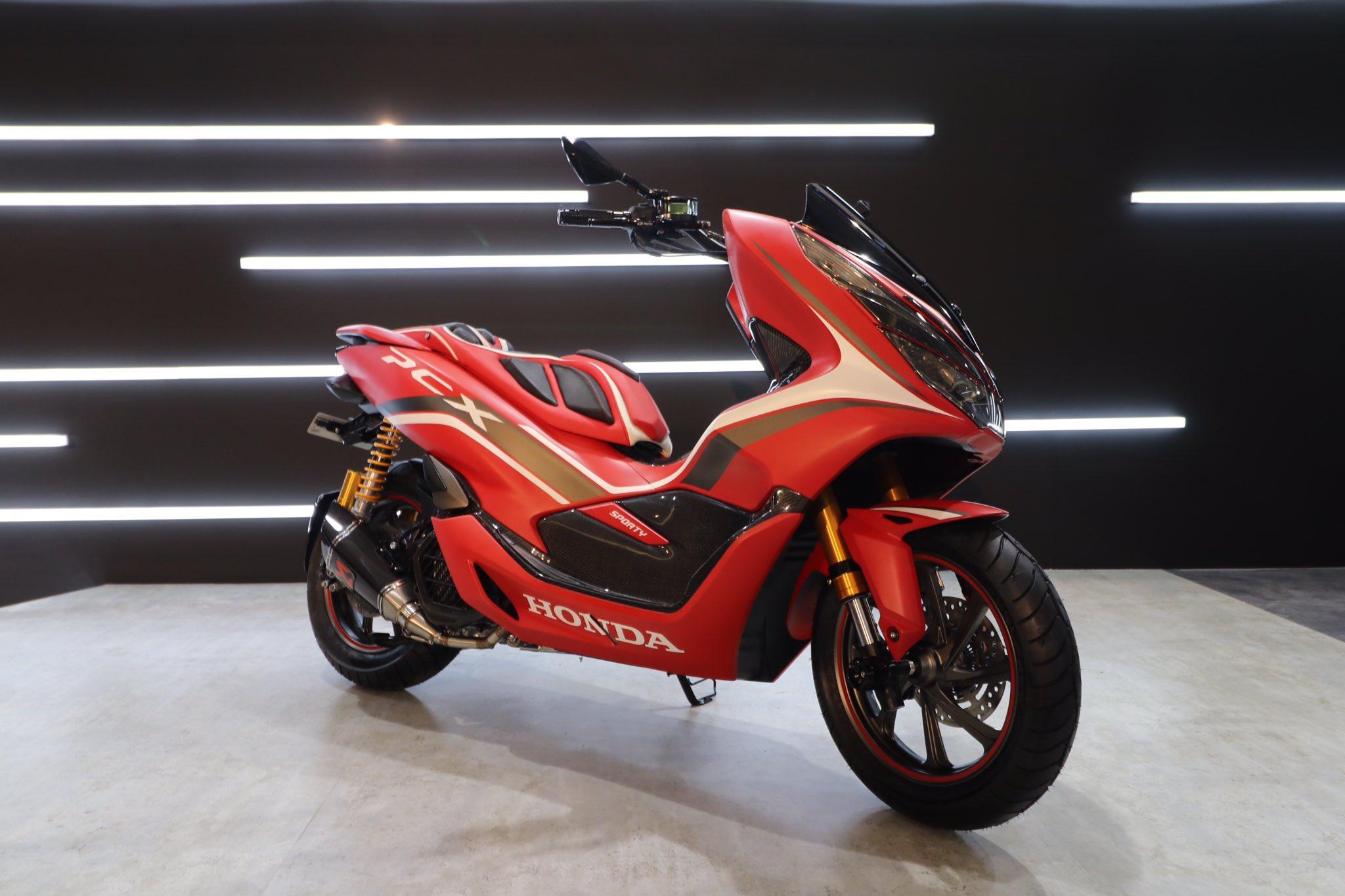 Modifikasi Honda PCX 150 Indonesia tahun 2018 versi Red Sporty