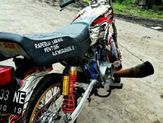 Sadiss...Yamaha RX King pakai knalpot segede gaban...blar..blarrr...blarrr. Akankah kena tilang~04