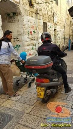 Kumpulan foto motor di sekitar Al-Aqsa, Palestina 11