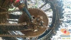 gambar 5 detail ojek motor cadas di tengah hutan
