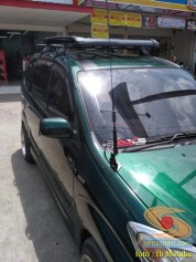 letak antena HT di mobil bagian depan kap mesin