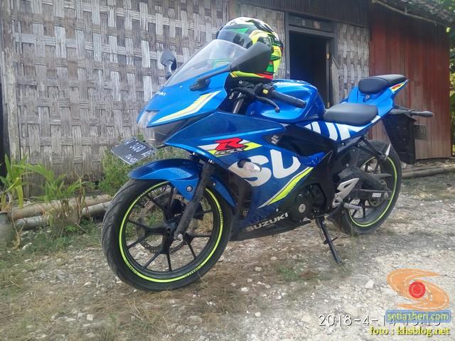 Serunya blogger setia1heri manasin mesin Suzuki GSX R 150 alias si 3C0 buat sungkem emak di Tuban (7)