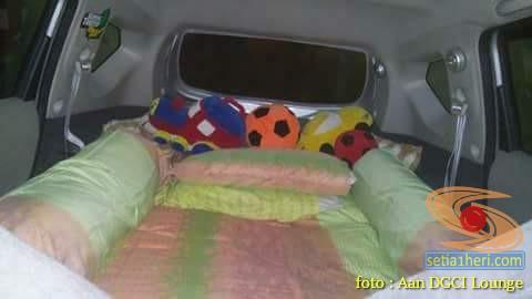 Tips mudik pakai kasur di dalam mobil buat anak-anak gans...
