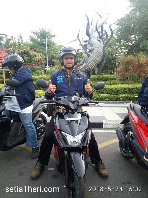mejeng di depan patung suroboyo KBS alias bonbin