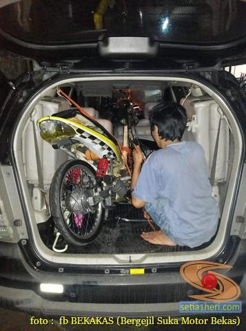Bawa sepeda motor dimasukkan kedalam mobil, kena tilangkah?