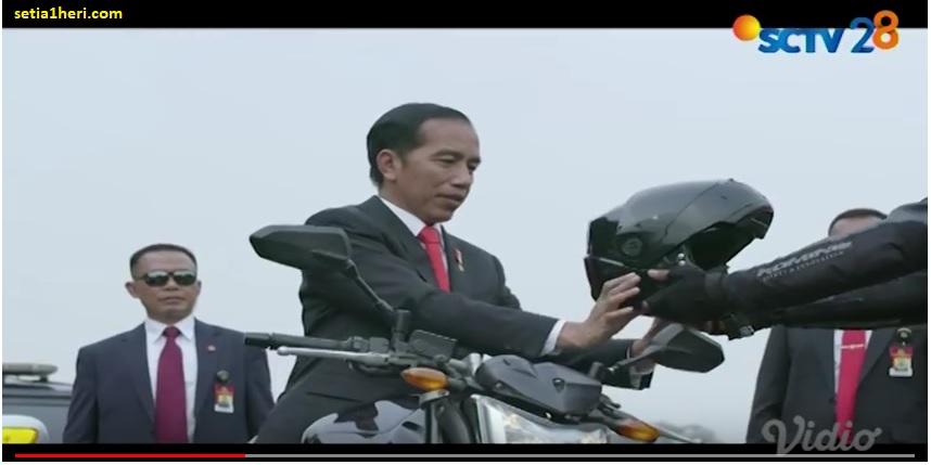 Heboh presiden Jokowi terbang naik moge Yamaha FZ-1 pada pembukaan ASIAN Games 2018