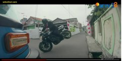aksi wheelie Jokowi terbang naik moge Yamaha FZ-1 di pembukaan ASIAN Games 2018