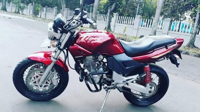 Modifikasi Honda Tiger Revo jadi Tiger lawas dengan part limbah moge