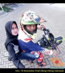 Kumpulan foto biker prewedding dan romantisme pasangan diatas motor trail brosis (2)