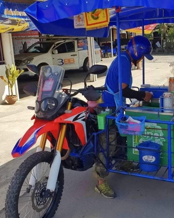 Wow Honda CRF250Rally di Thailand buat jualan cendol gans..hehehe