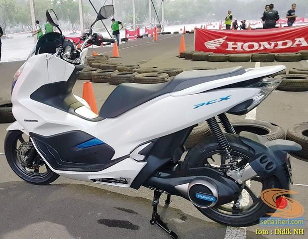 AHM luncurkan Honda PCX Electric tahun 2019 brosis (1)