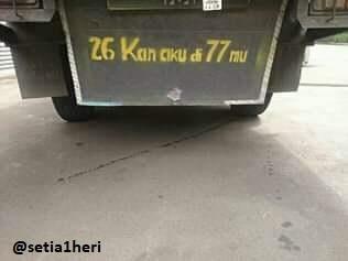 Apa arti tulisan 26 Kan Aku di 77 mu di kolong atau bokong Truk ?