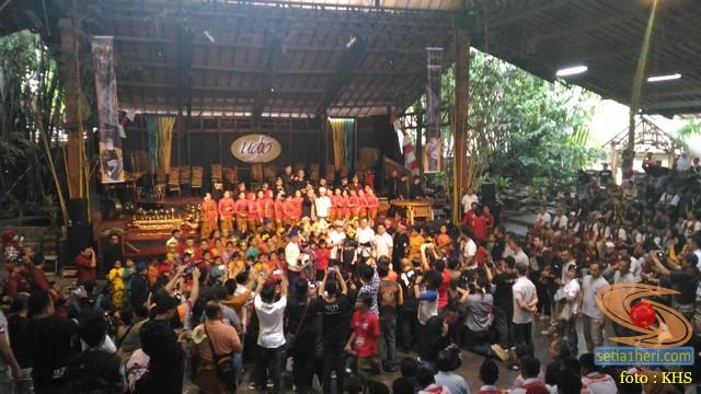 Main angklung di Saung Mang Udjo di Bandung 2019 (9)