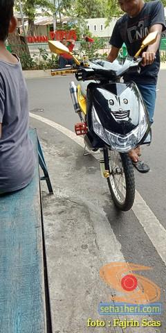 Wow sepeda pancal ini dimodifikasi rasa motor matic....hehehe