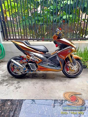 Modifikasi sadis Yamaha Aerox 155 asal Surabaya (3)