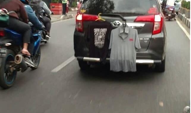 Sebelum naik mobil, jangan lupa putari mobil agar tidak seperti ini....hehehe