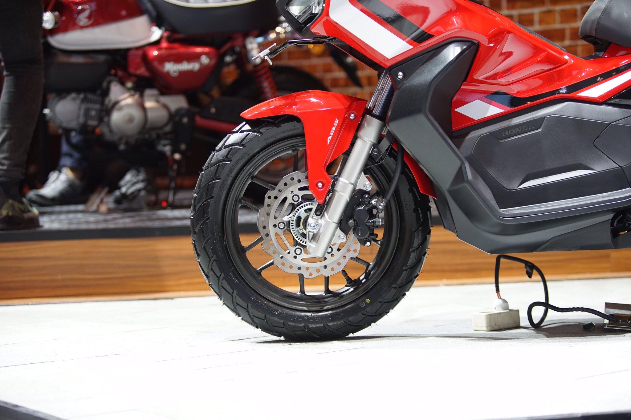 ban depan Honda ADV 150 tahun 2019