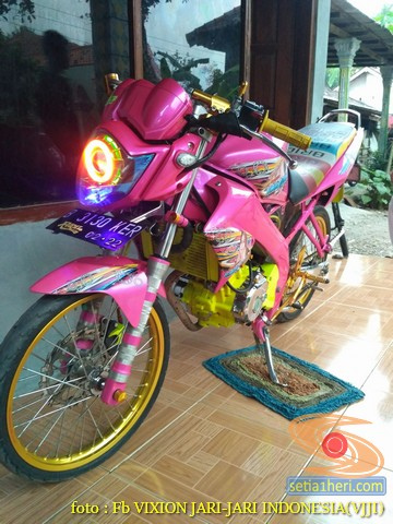 Kumpulan gambar modifikasi Yamaha Vixion warna pink brosis (11)