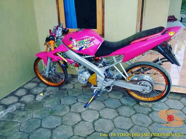 Kumpulan gambar modifikasi Yamaha Vixion warna pink brosis (13)