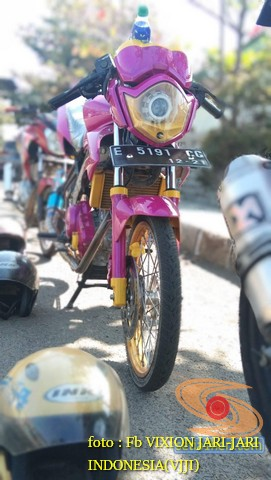 Kumpulan gambar modifikasi Yamaha Vixion warna pink brosis (3)