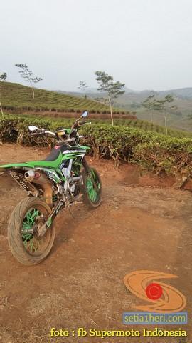 Kumpulan foto bokong motor supermoto…montok abiss gans.. (16)