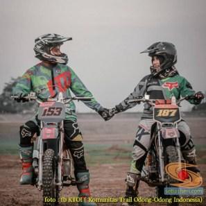 Kumpulan foto romantisme anak motor trail maupun prewedding biker (22)