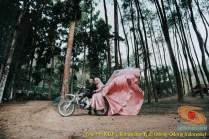 Kumpulan foto romantisme anak motor trail maupun prewedding biker (25)