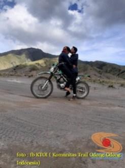 Kumpulan foto romantisme anak motor trail maupun prewedding biker (31)