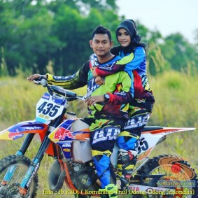 Kumpulan foto romantisme anak motor trail maupun prewedding biker (4)