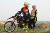 Kumpulan foto romantisme anak motor trail maupun prewedding biker (49)