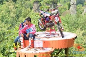 Kumpulan foto romantisme anak motor trail maupun prewedding biker (57)