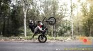 Kumpulan foto supermoto sedang gaya setending alias wheelie brosis (14)
