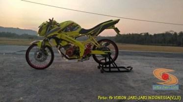 Modifikasi Yamaha Vixion warna kuning brosis