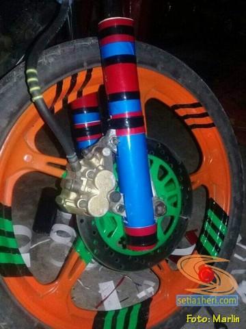 Buat sendiri cover shock depan Honda Supra X 125 dari pipa paralon brosis (2)