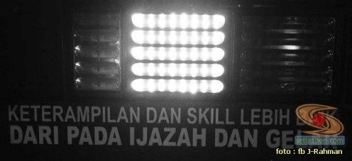 Kumpulan tulisan stiker bak truk dan kata kata mutiara untuk sopir (10)