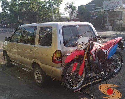 Ragam cara bawa sepeda motor dibelakang mobil, monggo diintips brosis.. (1)