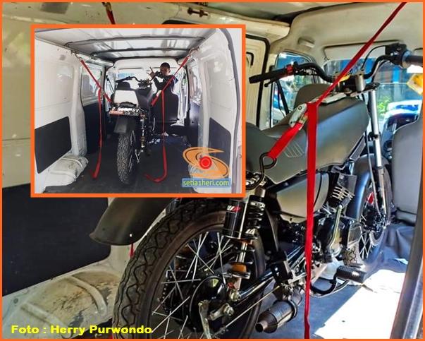 cara bawa motor dimasukkan mobil penumpang MPV