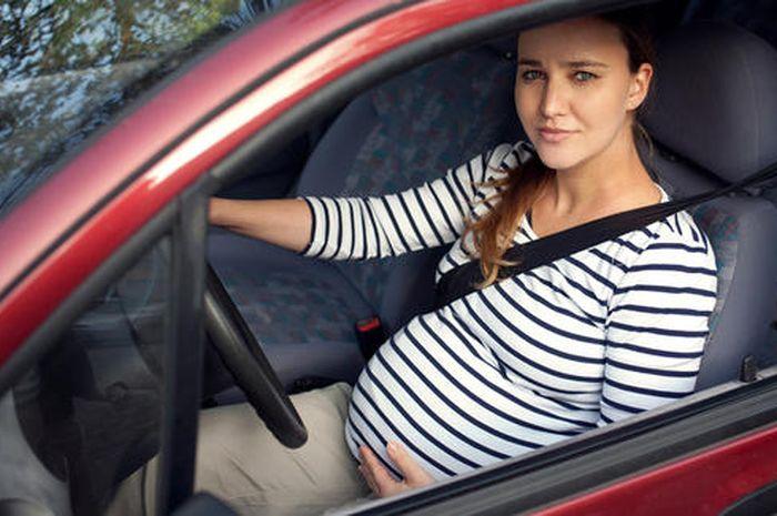 Tips Aman Mengemudi Mobil Bagi Ibu Hamil