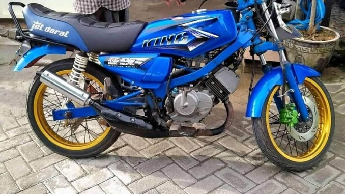 Modifikasi kawin silang Suzuki Satria Lawas pakai Baju Yamaha RX King
