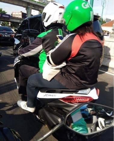 Benarkah boncenger cewek di Yamaha Xmax auto ngangkang Monggo disimak brosis