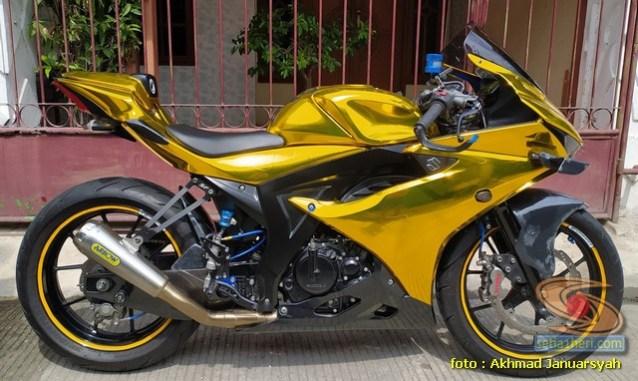 Modifikasi hedon Suzuki GSX-R 150 warna emas istimewa