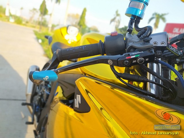 Modifikasi hedon Suzuki GSX-R 150 warna emas istimewa asal Bekasi (7)