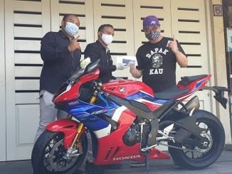 Motor supersport Honda CBR1000RR-R Fireblade mengaspal di Kota Surabaya, Satu - Satunya di Indonesia (1)