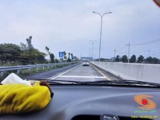 Waspada dan hati-hati kontur jalan bergelombang di Tol Gempol - Probolinggo Timur brosis...