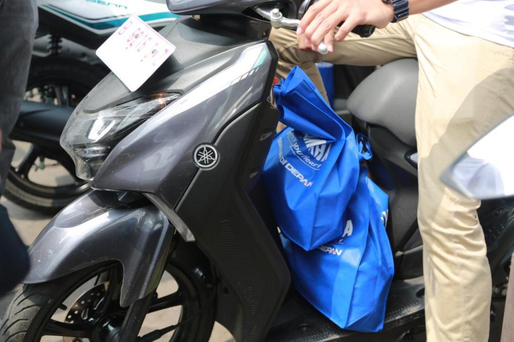 Tips bawa barang di sepeda motor biar aman gans...