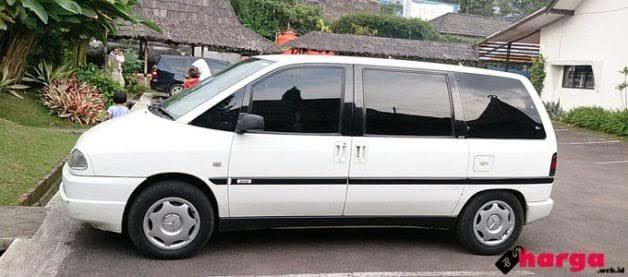 Review sekilas motuba MPV Peugeot 806 HDI